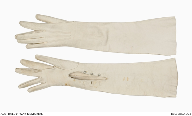 Wedding gloves : Miss Isabel Margaret Platt-Hepworth. REL32860.003.