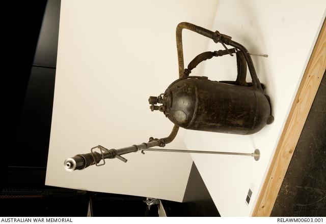 German medium flamethrower (Kleif), M1917 | The Australian