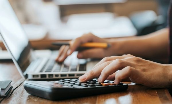 """<div style=""""font-weight:bold; line-height:22px; margin-bottom:10px;""""><a href="""" https://www.bmtqs.com.au/bmt-insider/how-to-calculate-depreciation/ """"> How to calculate depreciation for a rental property </a></p>"""
