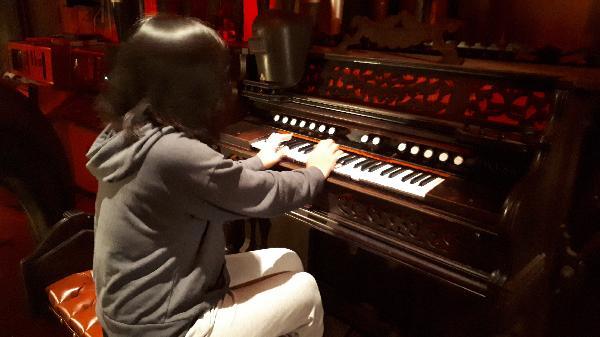 Organ grinding