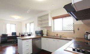 Brisbane-home-casestudy03-kitchen-before