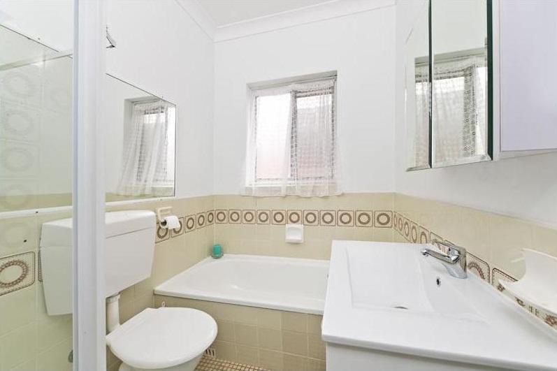 Bathroom_Fabrizio-Monterey.jpg