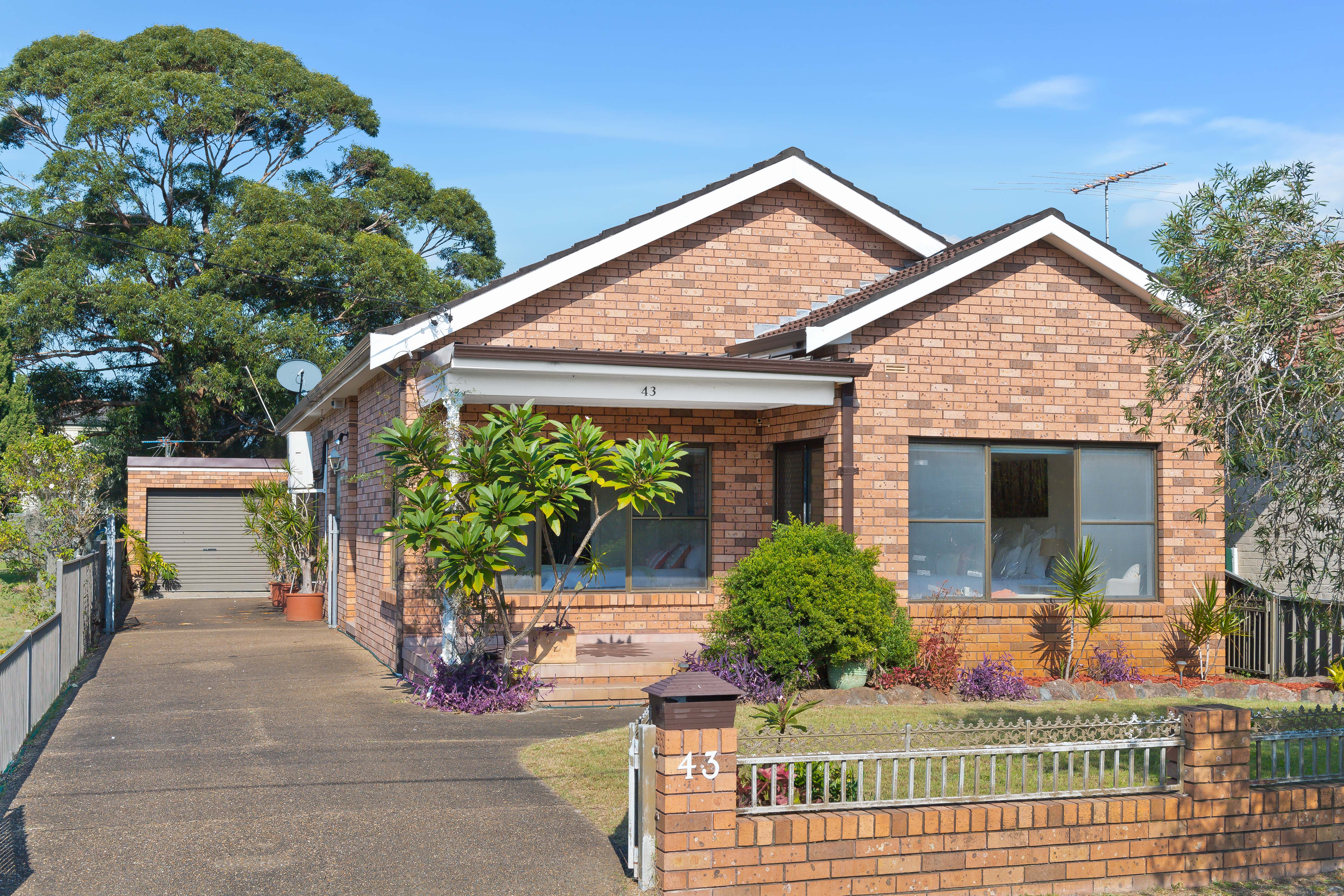 HOME & GRANNY FLAT OPPORTUNITY