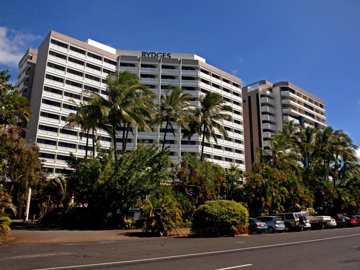 Rydges Esplanade Resort Hotel in Cairns