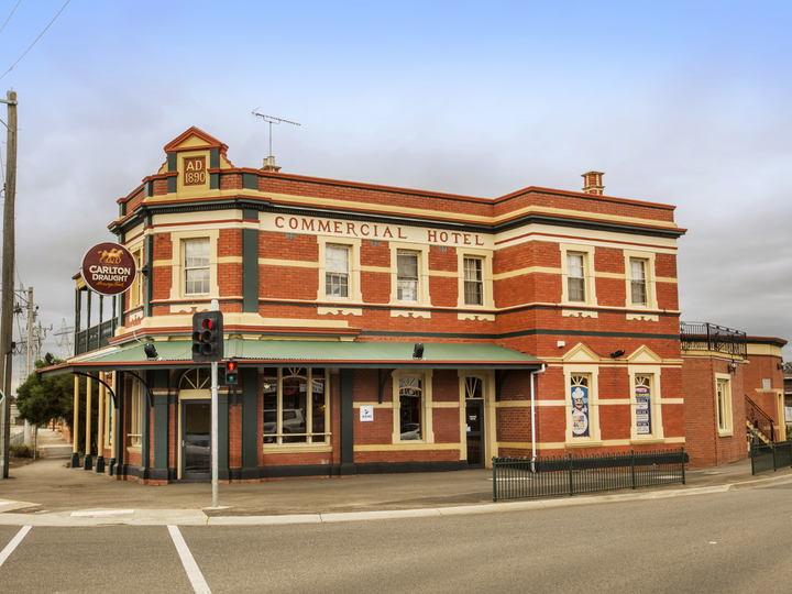 Commercial Hotel South Morang