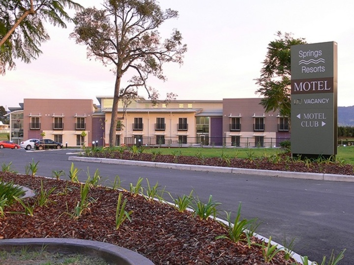 Springs Resorts Shoalhaven Sports Motel