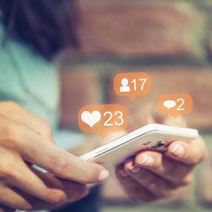 social media_smartphone_facebook_marketing_shutterstock_730634437_500x500