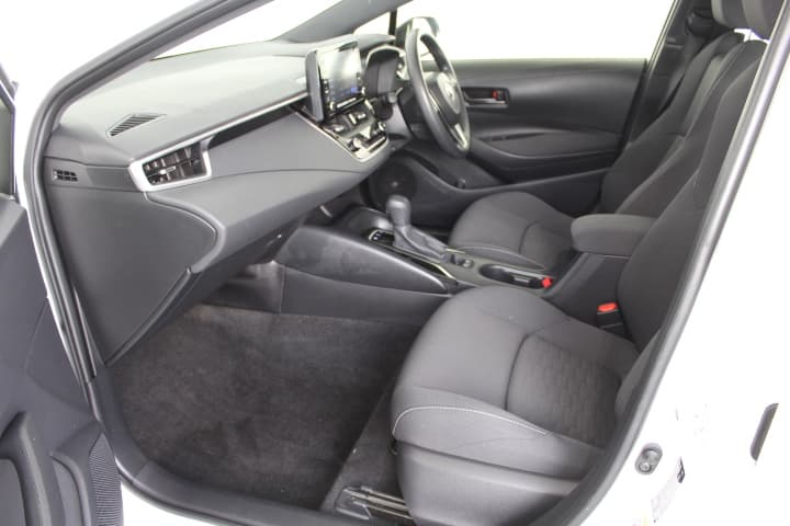 2018 Toyota Corolla Hybrid Auto - image 30