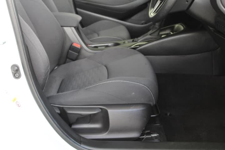 2018 Toyota Corolla Hybrid Auto - image 13