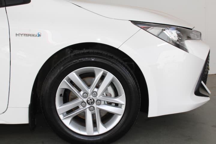 2018 Toyota Corolla Hybrid Auto - image 21