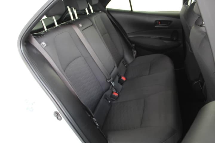 2018 Toyota Corolla Hybrid Auto - image 16