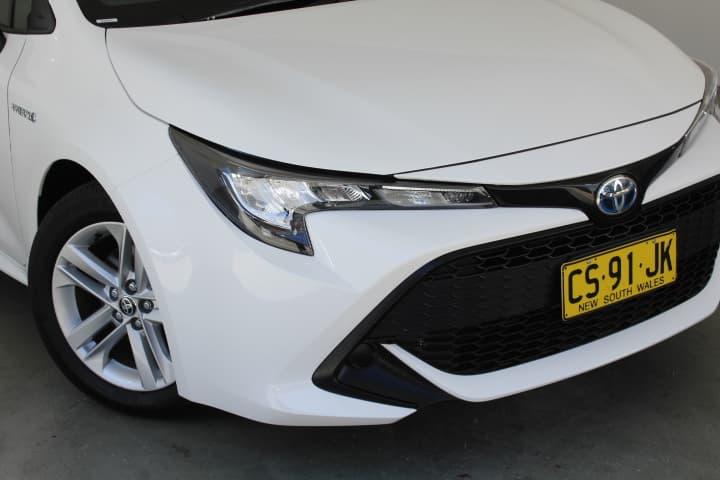 2018 Toyota Corolla Hybrid Auto - image 8