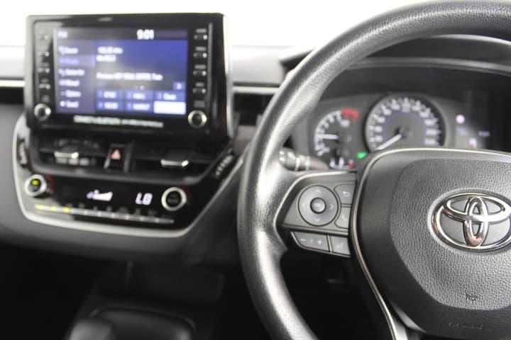 2018 Toyota Corolla Hybrid Auto - image 19