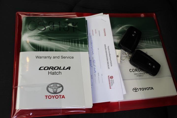 2018 Toyota Corolla Hybrid Auto - image 2