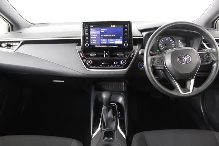 2018 Toyota Corolla Hybrid Auto - image 24