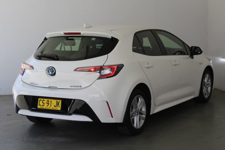 2018 Toyota Corolla Hybrid Auto - image 29