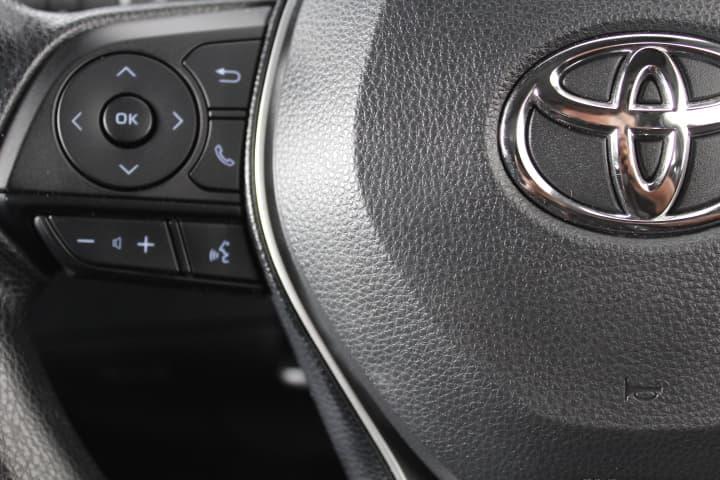 2018 Toyota Corolla Hybrid Auto - image 22