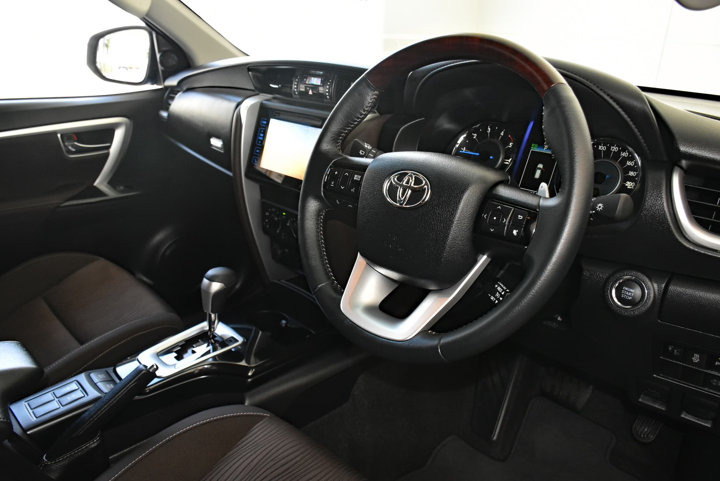 2019 Toyota Fortuner GXL Auto 4x4 - image 7