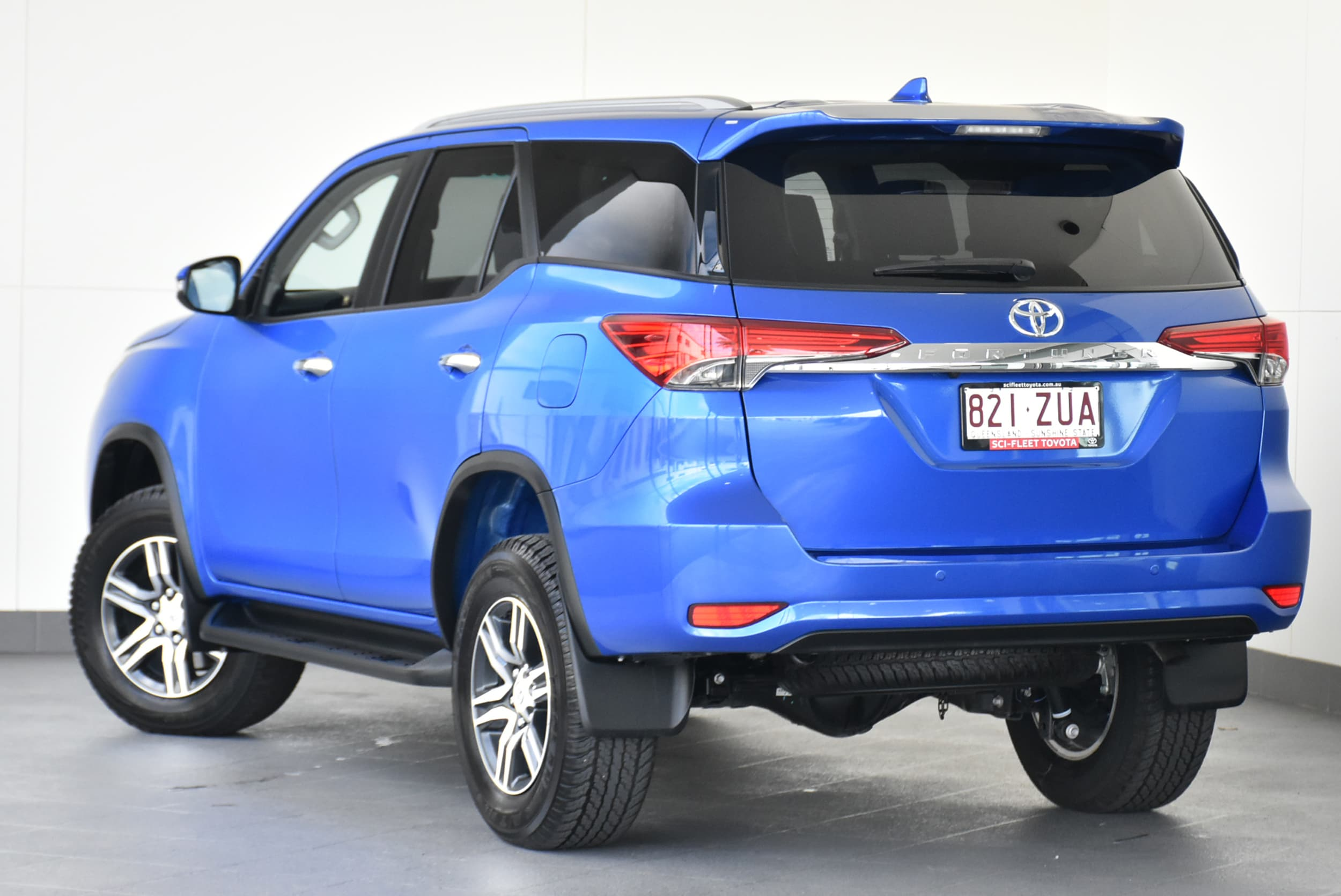 2019 Toyota Fortuner GXL Auto 4x4 - image 5