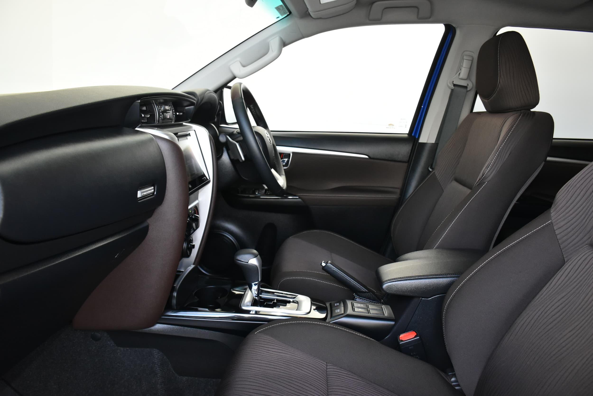 2019 Toyota Fortuner GXL Auto 4x4 - image 17