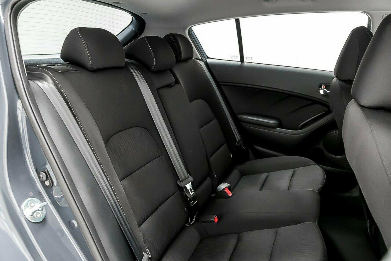 2016 KIA Cerato S Premium YD 5-Door Hatchback  - image 9
