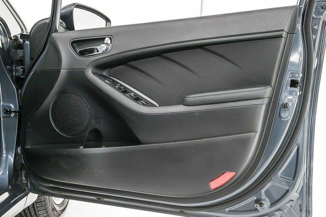 2016 KIA Cerato S Premium YD 5-Door Hatchback  - image 10