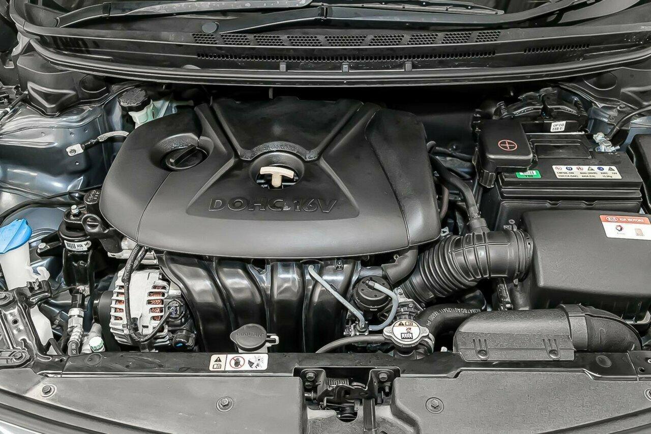 2016 KIA Cerato S Premium YD 5-Door Hatchback  - image 13
