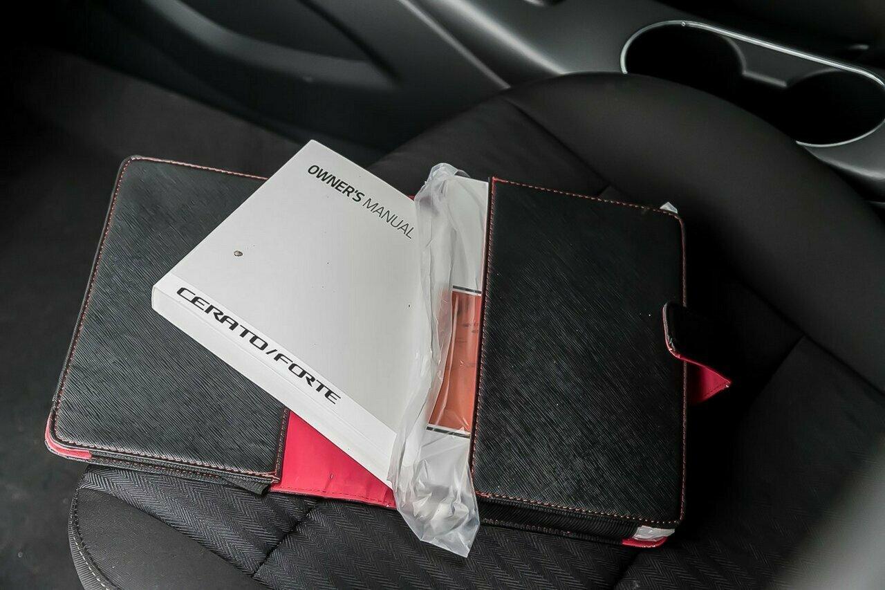 2016 KIA Cerato S Premium YD 5-Door Hatchback  - image 12