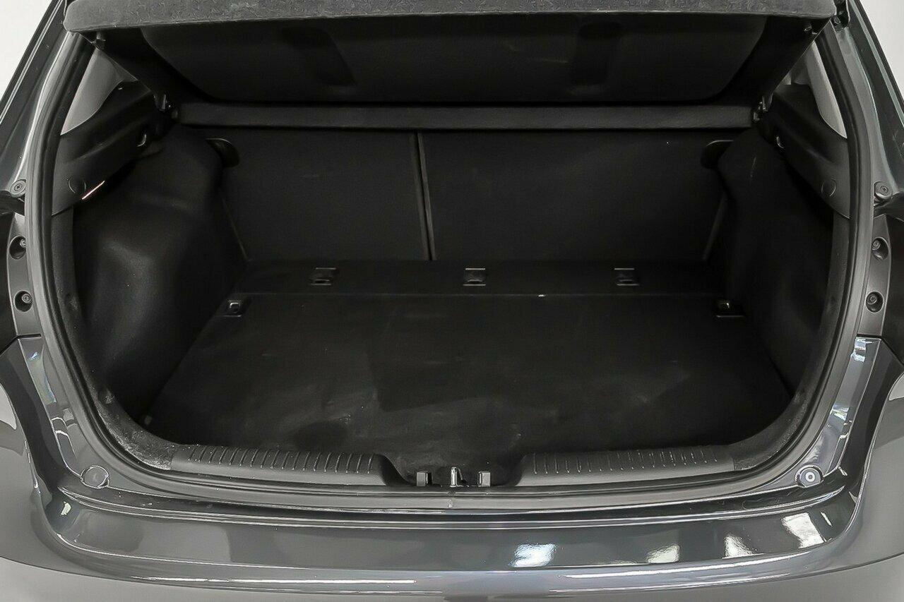 2016 KIA Cerato S Premium YD 5-Door Hatchback  - image 11