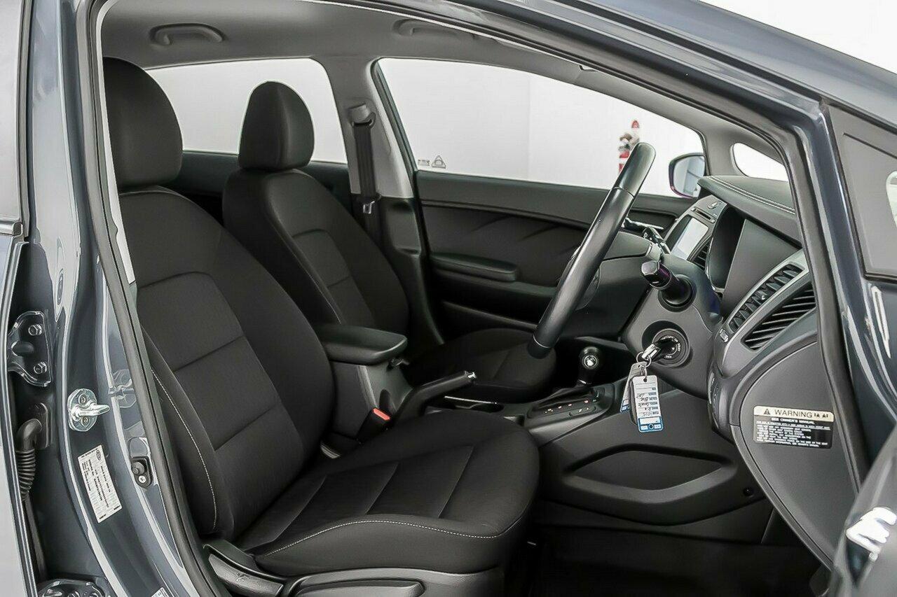 2016 KIA Cerato S Premium YD 5-Door Hatchback  - image 6