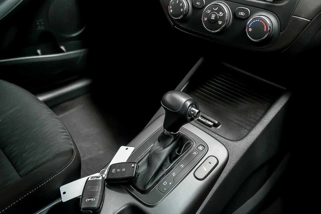 2016 KIA Cerato S Premium YD 5-Door Hatchback  - image 16