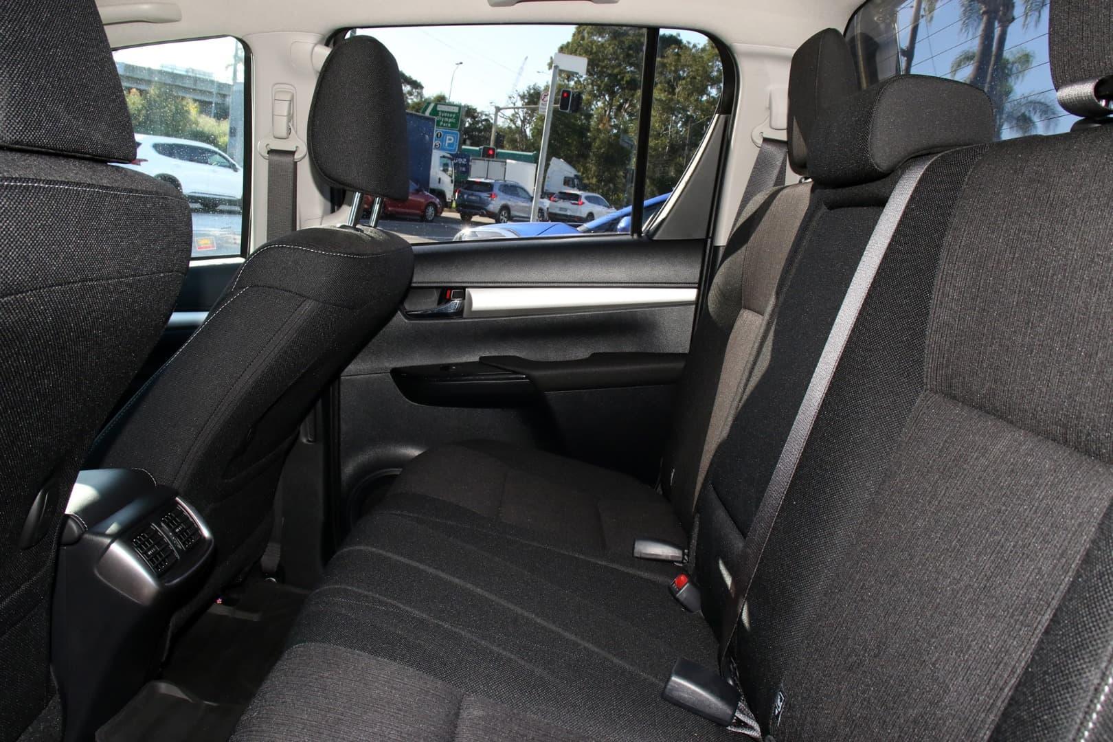 2019 Toyota Hilux SR5 Auto 4x4 Double Cab - image 8