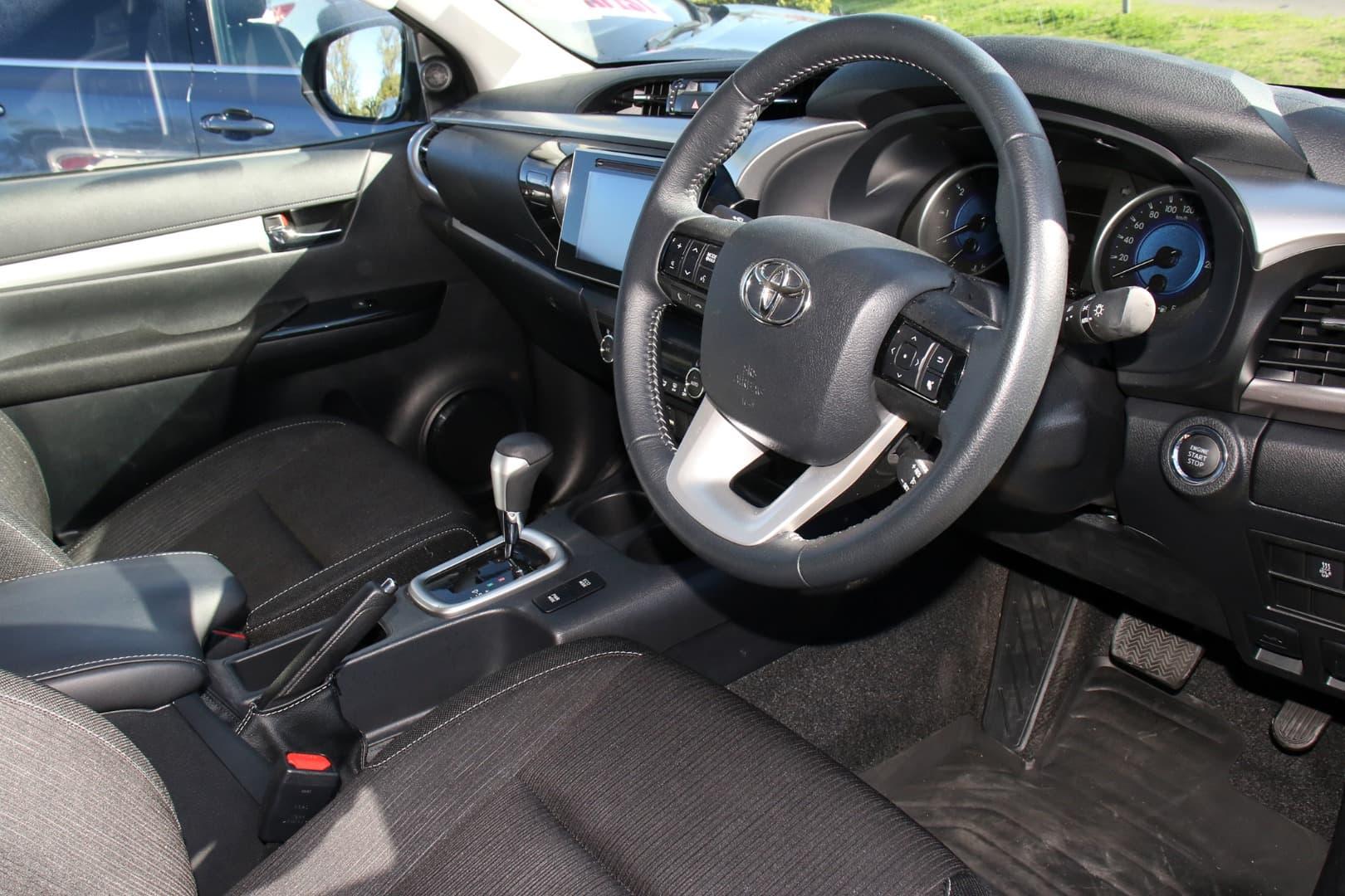 2019 Toyota Hilux SR5 Auto 4x4 Double Cab - image 9