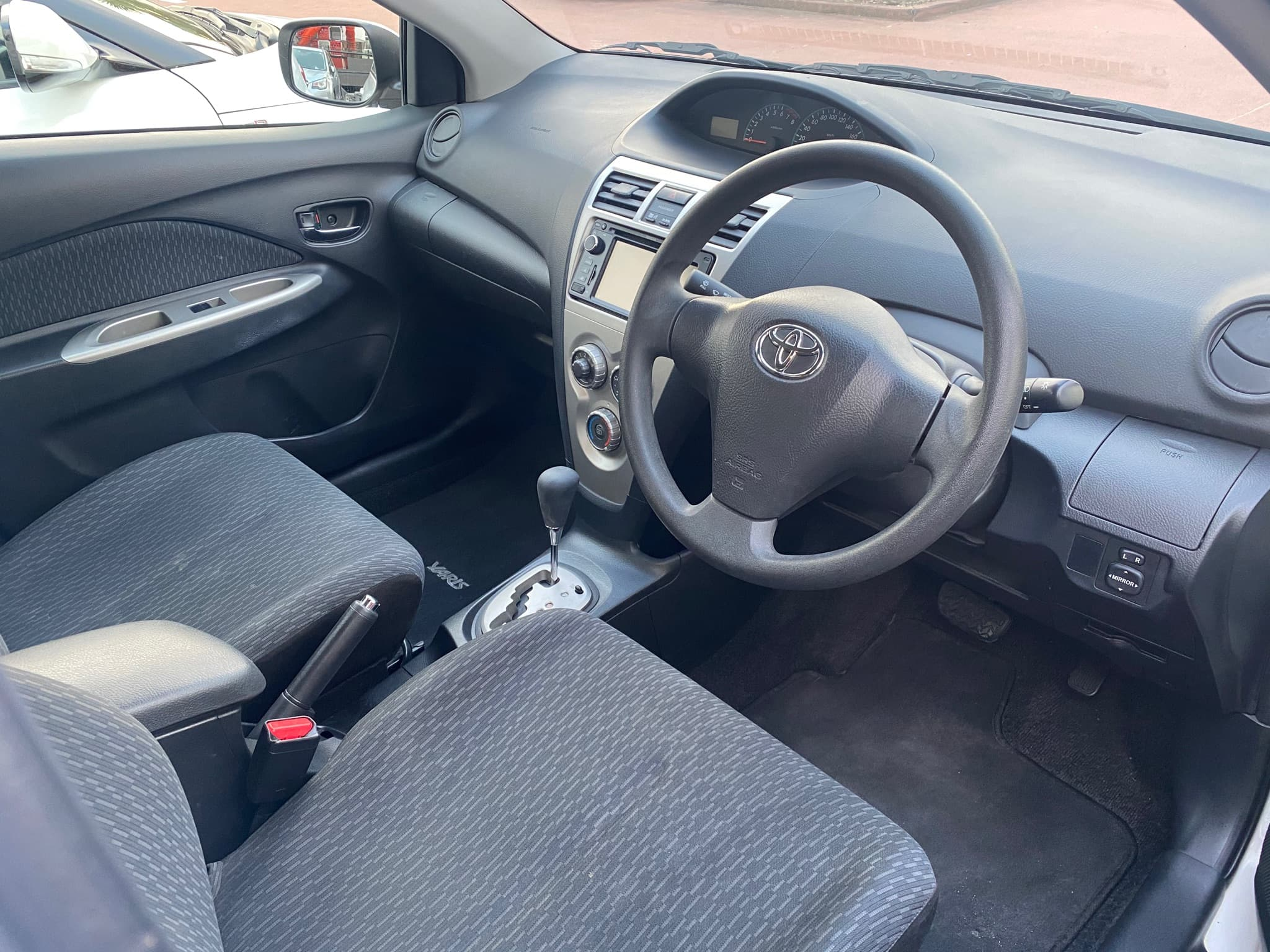 2016 Toyota Yaris YRS Auto - image 10