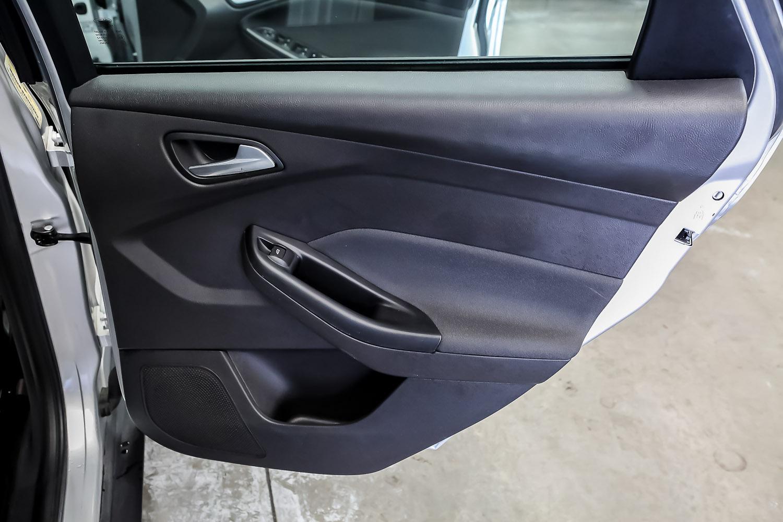 2014 Ford Focus 5 Door Hatchback Carbar 637920180522 143011