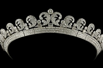 Cartier London Halo tiara 1936, platinum, 739 brilliant-cut and 149 baton diamonds, 3.0 x 18.0cm, Collection of H.R.H Queen Elizabeth II
