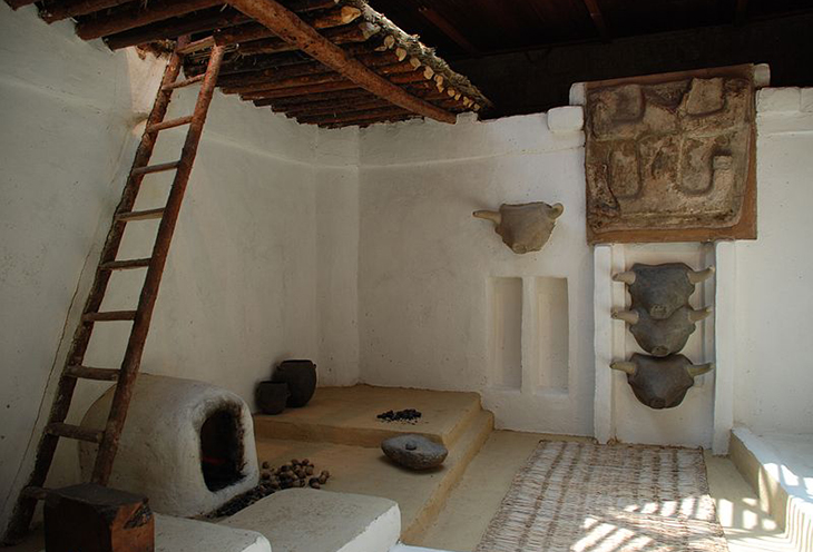 Reconstructed interior, Catalhoyuk