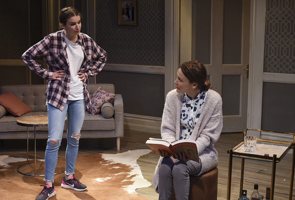 Jenna Owen as Rachel and Natalie Saleeba as Julie in SORTING OUT RACHEL, photo by Heidrun Lohr