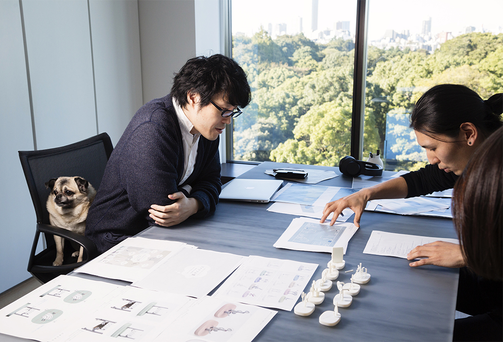 Oki Sato, of Nendo, speaks to his staff designers sepak about his new project at its design studio in Tokyo . (Photo / Ko Sasaki )