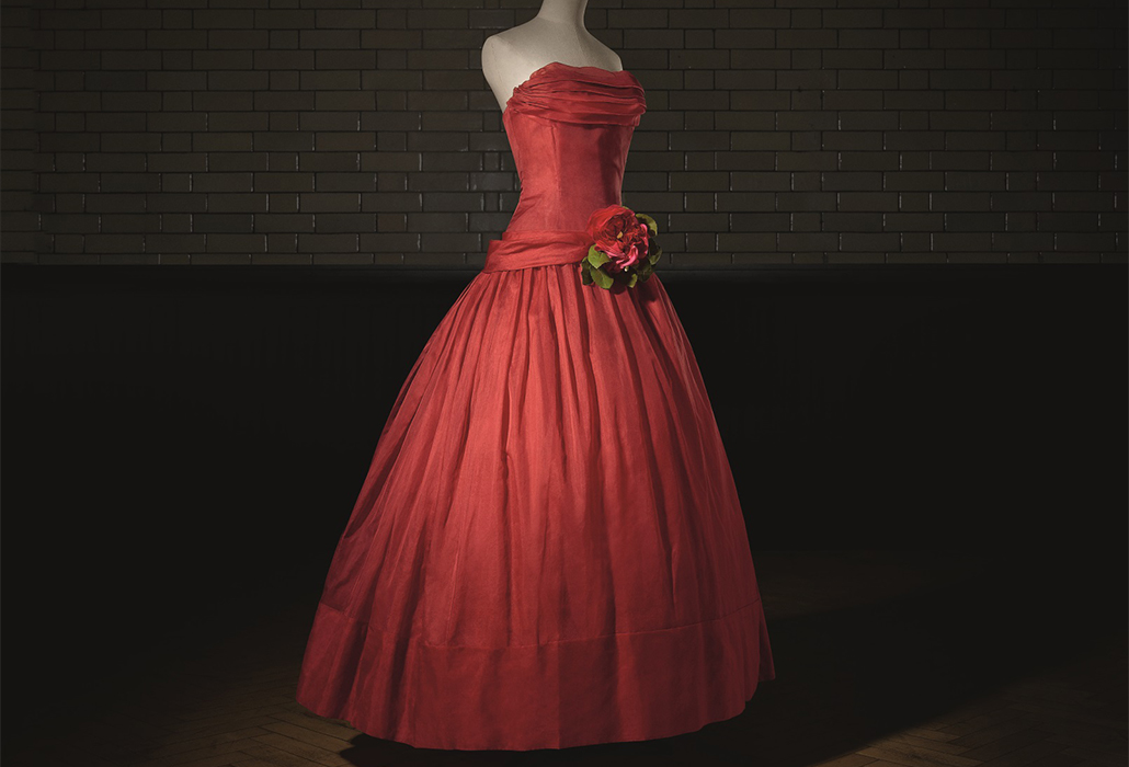 Christian Dior (1905–57), Fête joyeuse, Evening Dress, Haute Couture Spring/Summer 1955, A Line Photo © Laziz Hamani Victoria and Albert Museum, London