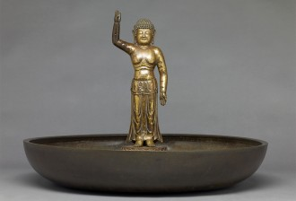 Birth of the Buddha with ablution basin, AD 700s, bronze, T?daiji temple, National Treasure Photo provided by Nara National Museum (photographer: Sasaki Kyosuke)