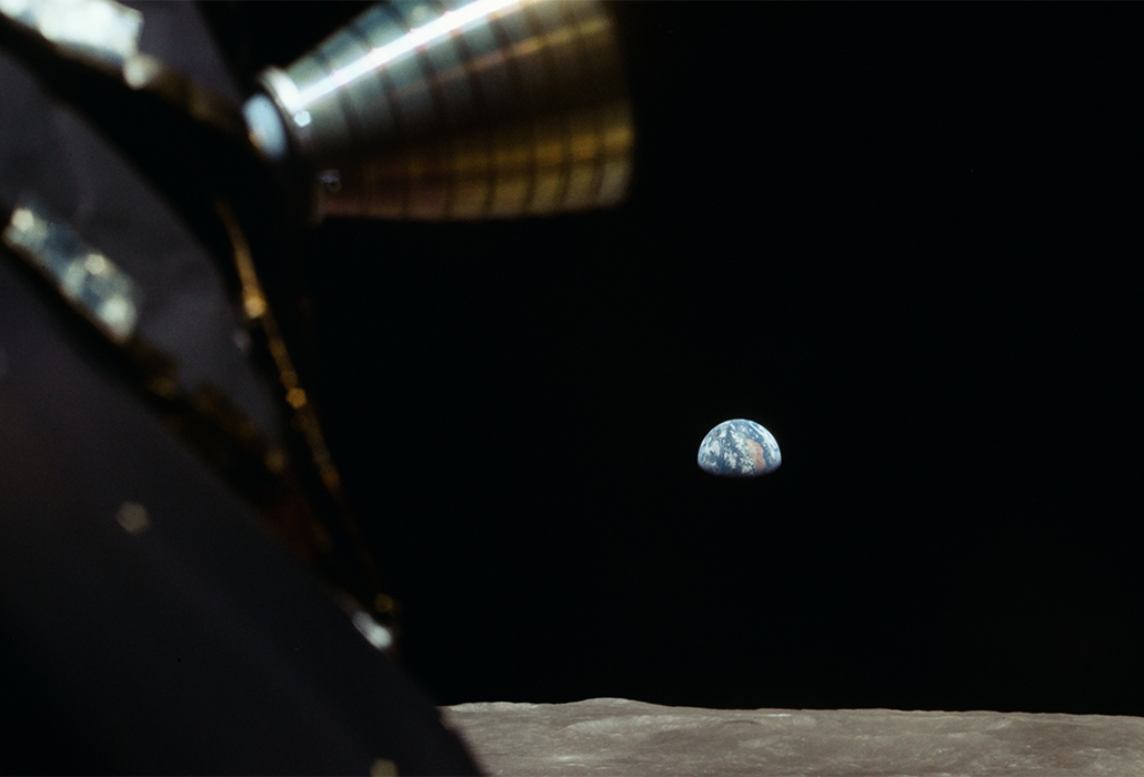 Lim Earth and Moon Apollo 11