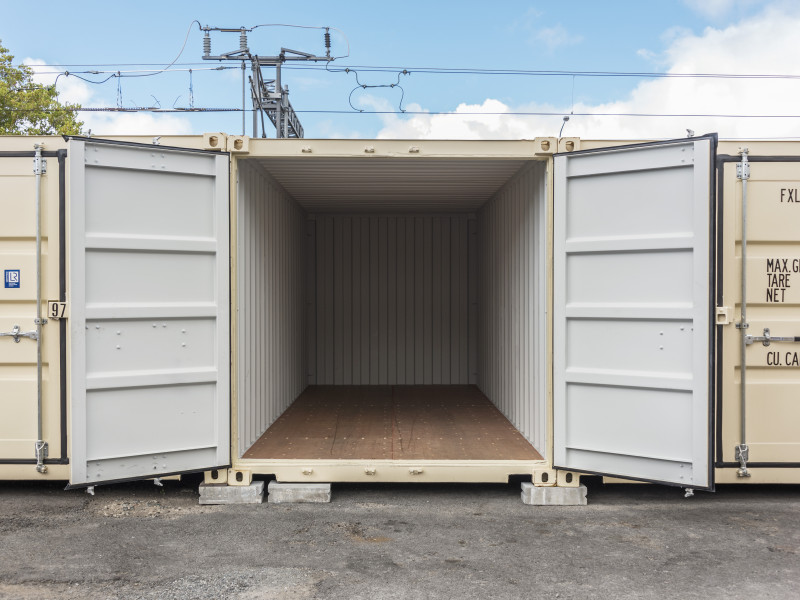 5.9m x 2.35m unit (20 ft container)