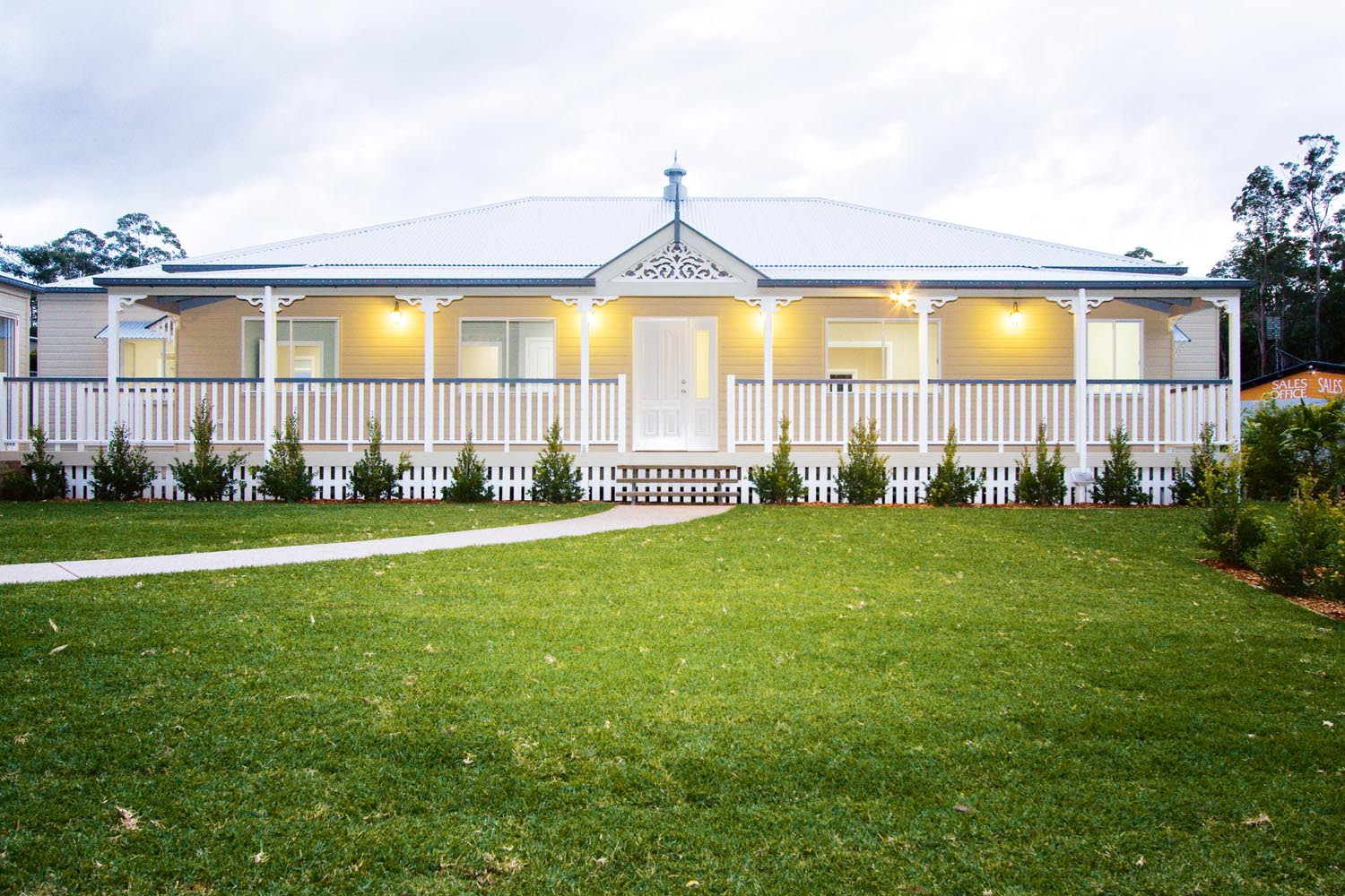 More for less a classic queenslander home completehome for Classic queenslander house