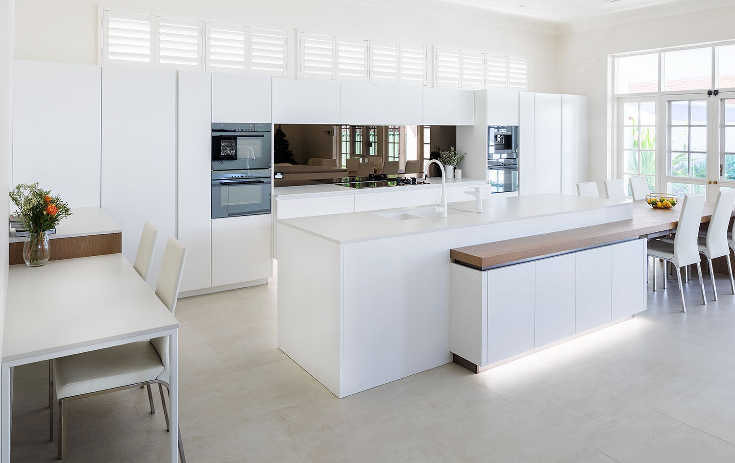 Wonderful Where Modern And Traditional Meet: An Elegant Kitchen Design Part 25