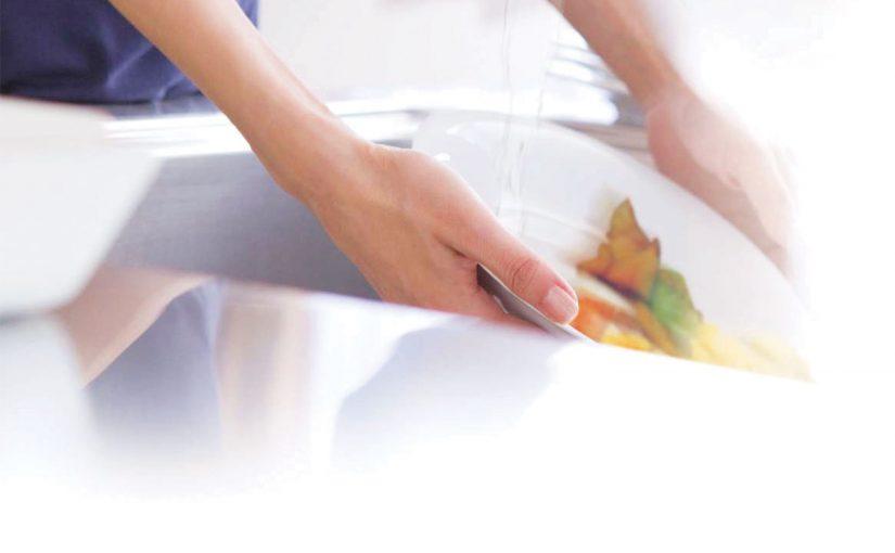 Easy post-dinner clean-up: kitchen waste disposer