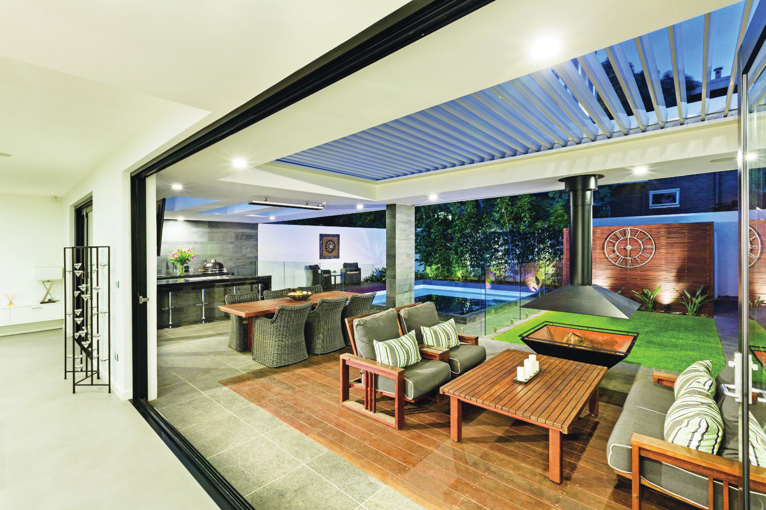 Easy does it: seamlessly connected outdoor living ... on Complete Outdoor Living id=60260