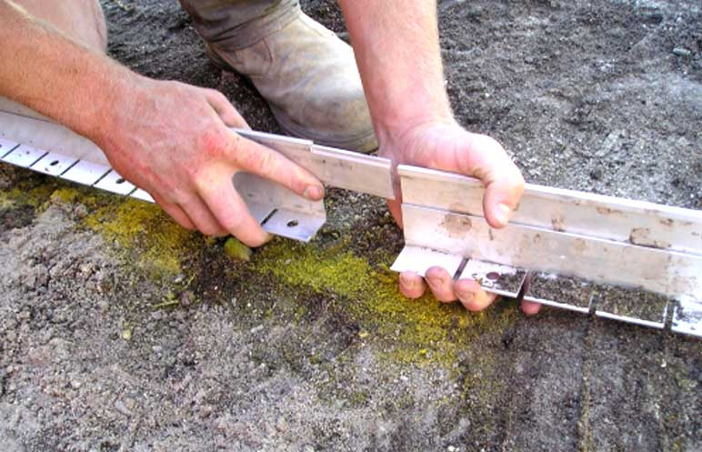 Garden edging installation accessories product ods for Soft landscape materials