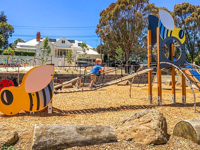 Proludic, Sheils Reserve, themed playground, multiplay unit, bee theme