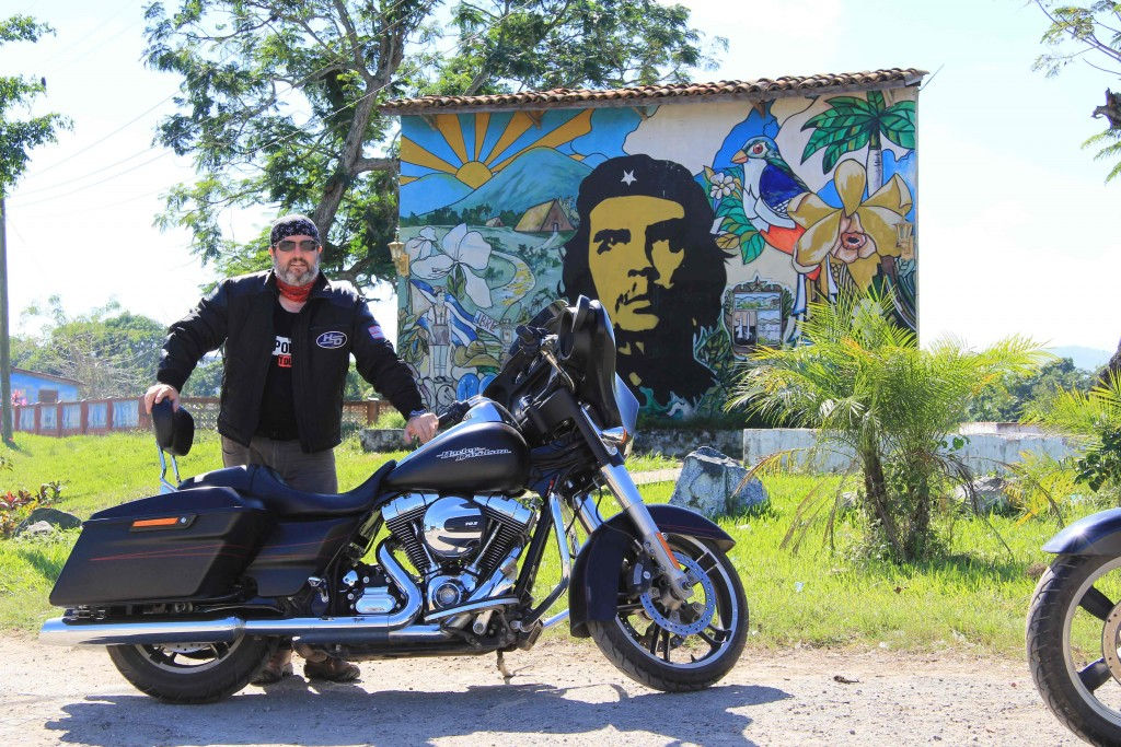 Rod-and-bike_Cuba-2-